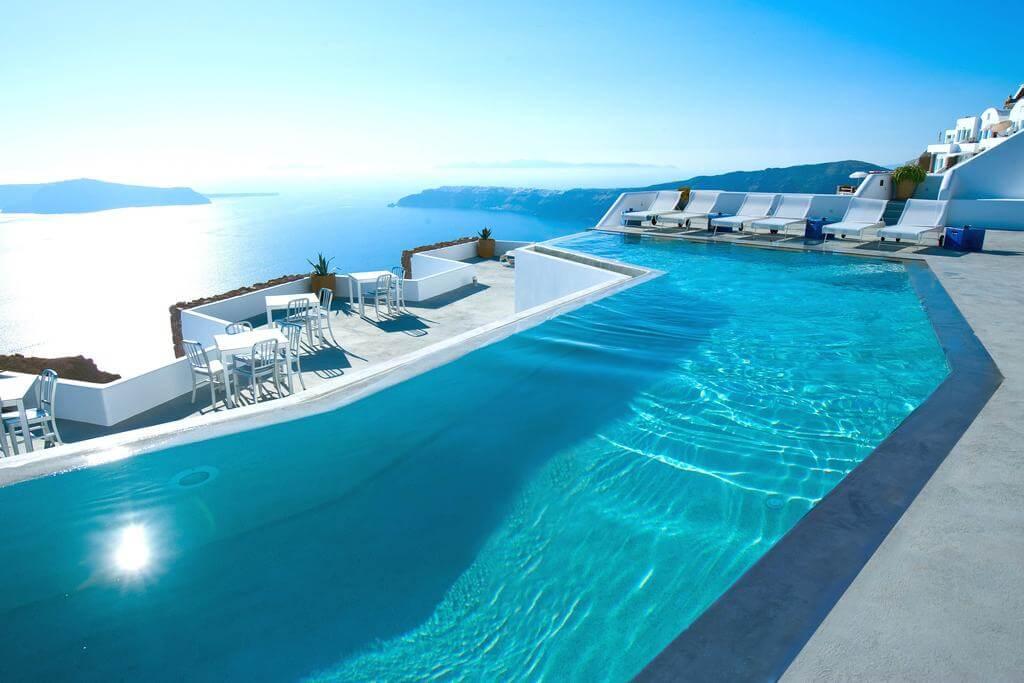 El hotel más lujoso de Santorini